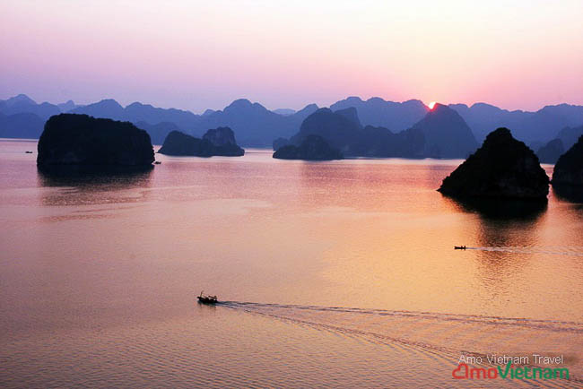 Halong sunset - Amo Vietnam Travel-2